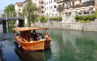 Plovba z barko Ljubljanica po Ljubljanici