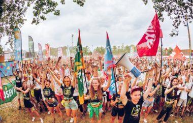 Tušev tek barv: 12.000 tekačev in skoraj 20.000 mladih