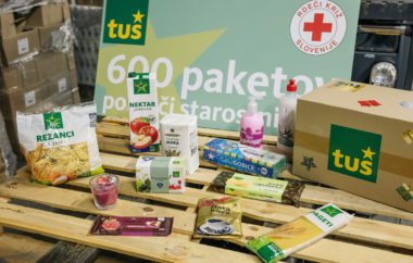 5 ton hrane in izdelkov za socialno ogrožene starostnike donirali RKS