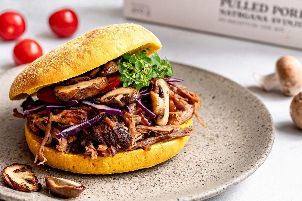 Preverite recept za burger z natrgano svinjino