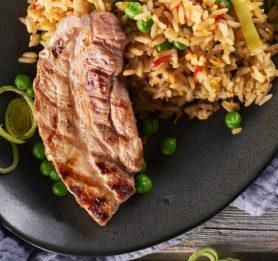 Pražen riž s pečenimi rebri
